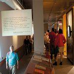 Intérieur couloir du parcours permanent du Musée